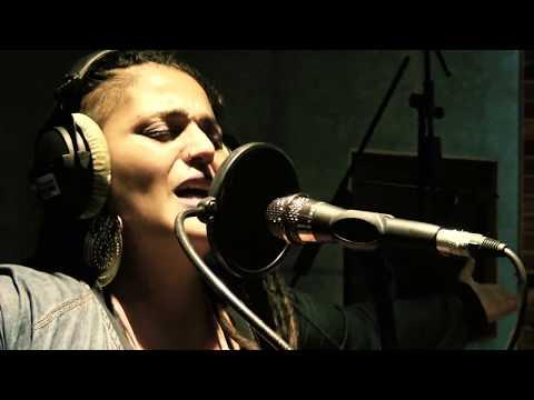 Esmeralda Guillén ft Audry Funk – Desaparecida – (SESIÓN EN VIVO)