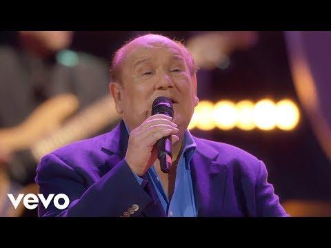 """Leo Dan – La Niña Está Triste (En Vivo) ft. Jesús """"Tuti"""" Martínez"""