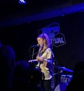 Nilüfer Yanya Reeperbahnfestival 2017 by Musicspots