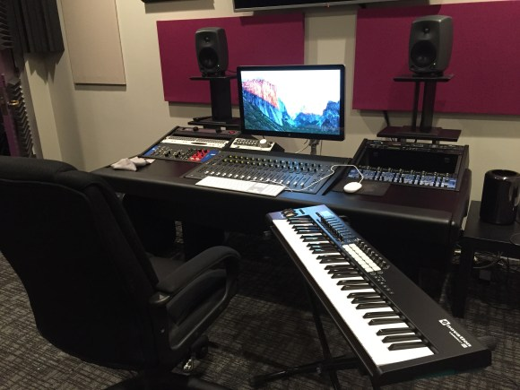 Keyboard controller and audio workstation
