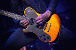 how to play lead guitar