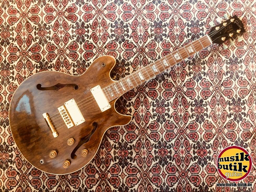 Gibson Les Paul Signature.jpg