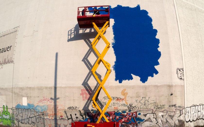 Leere Wände ins Blaue hinein. Foto: Hufner