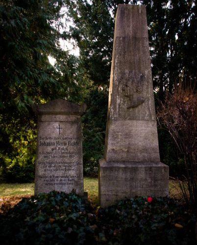 Das Grab von Fichte und seiner Frau in Berlin. Foto: Hufner