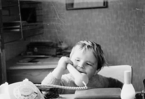 Huflaikhan telefoniert. Foto: Kurt Hufner