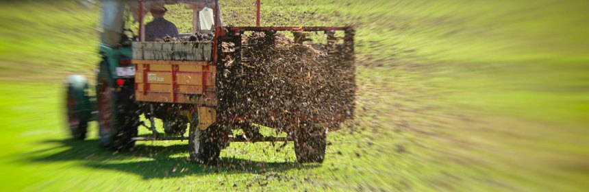 Technik und Natur. Traktor und Gülle. Foto: Hufner