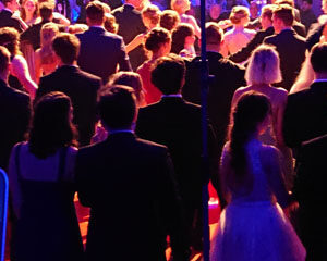 Abiball 2018 Halle 39, DJ Holli, DJ Hannover, Event DJ, Mobiler DJ, DJ Service Hannover aus Leidenschaft für Geburtstagsfeier, Hochzeitsfeier, Weihnachtsfeier, Firmenevent, Kindergeburtstag und andere Partys und Veranstaltungen & Verleih, Vermietung, mieten von PA Musikanlage, Anlage, Audiotechnik, Lichttechnik, Lichtanlage, Seifenblasenmaschine m. Akku, Mischpult, Nebelmaschine und weitere Veranstaltungstechnik und Equipment in Hannover und der Region, Umland für Deine Party!
