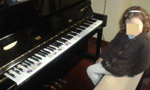 Laura dibujos teclas piano