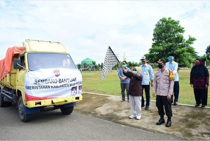 Wabup Lepas Bansos ke Kecamatan Tuah Negeri, Sukakarya dan BTS Ulu