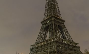 Paris' Eiffel Tower Goes Dark in Solidarity for Syrians