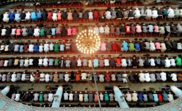 Study Finds Islamic Prayer Reduces Back Pain & Increases Joint Elasticity