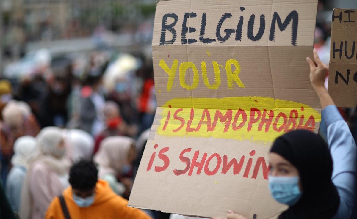 #HijabisFightBack: Thousands Protest Belgium's College Headscarf Ban thumbnail