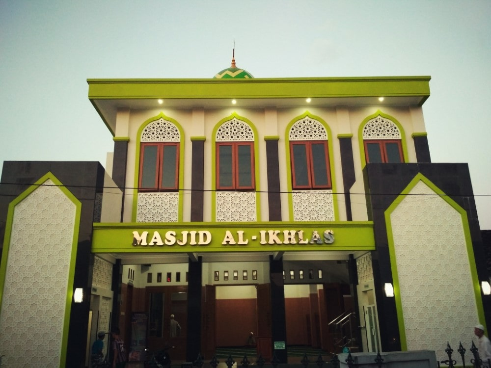 Review Masjid Al Ikhlas Tipes Surakarta