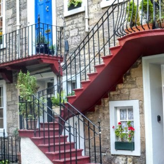 14. Edynburg - schody do budynku