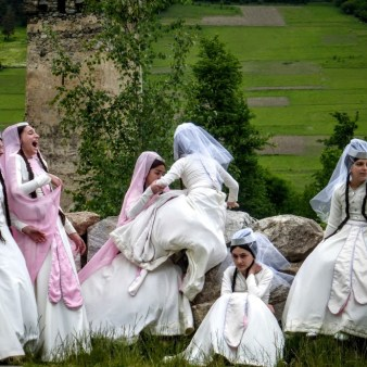 13-dziewczynki-na-festiwalu-tanecznym-w-mestii