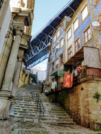 41. Wąskie uliczki i schody - znak firmowy Porto