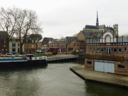 Rzeka Somma, w tle katedra Notre Dame