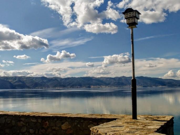 16. przy jeziorze