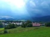 Tak, z tej chmury padało. Deszcz nadciąga znad Żabnicy i Węgierskiej Górki