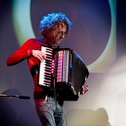 Mal mit Banjo, mal mit Akkordeon: Isarelites feat. Krasses Leuchten
