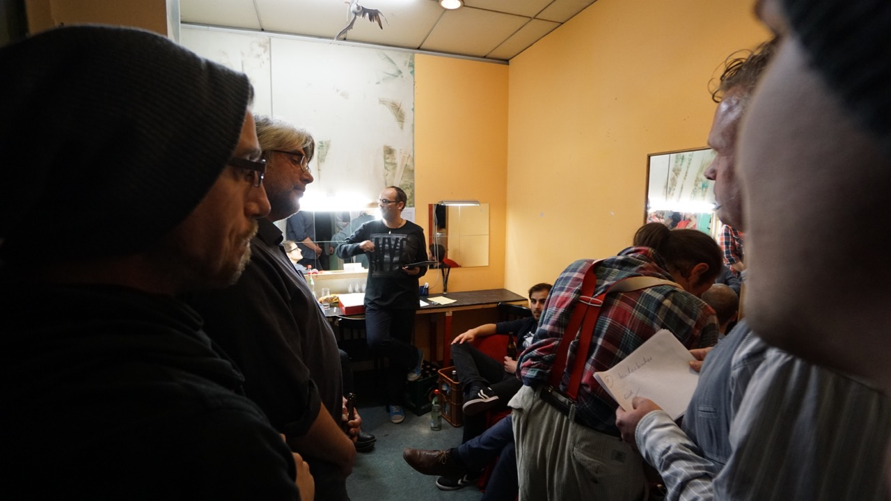Backstage: Briefing vor der Show