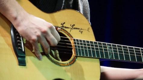 Sebastian Kleins von Tommy Emmanuel signierte Gitarre