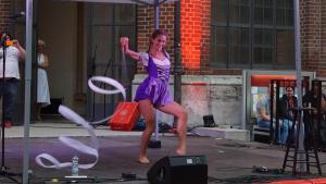 Schwang nicht nur das Band, sondern verbog auch ihren Körper: Artistin Daniela Meier