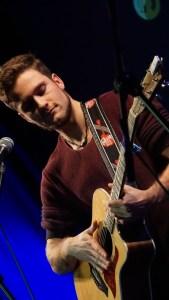 Jahrelange Erfahrung als Straßenmusiker: Zweiter Platz für Paul Clayton