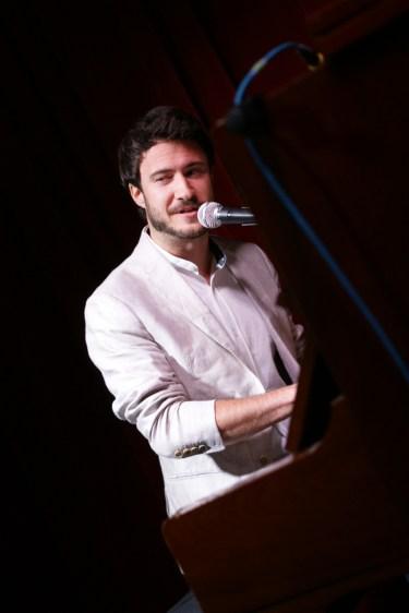 Er will doch nur f.... - tanzen: Musikkabarettist Florian Wagner
