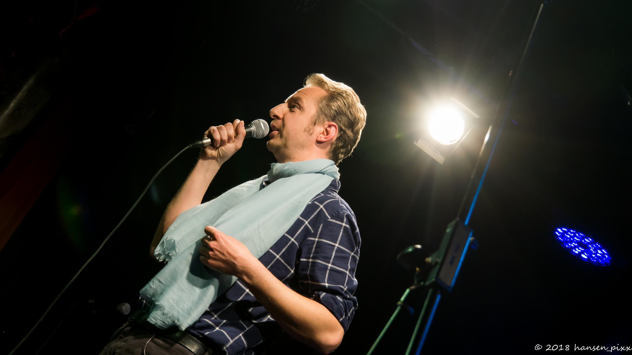 Nach der Pause, in der das Publikum seine Stimmen abgegeben hat, durfte Calippo Schmutz seinen Schauspielberuf ausleben und in die digitale Zukunft schauen.