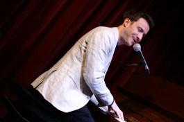 Singt das nach eigenen Angaben schlechteste Lied der Welt: Florian Wagner