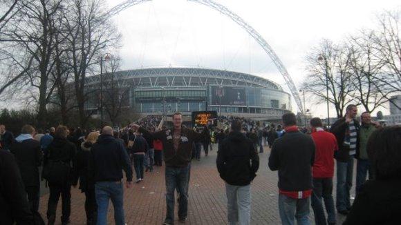 United till vänster, Spurs till höger.