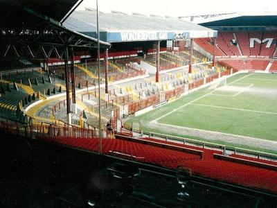 Old Trafford, Drömmarnas teater: Historien om Manchester Uniteds arena