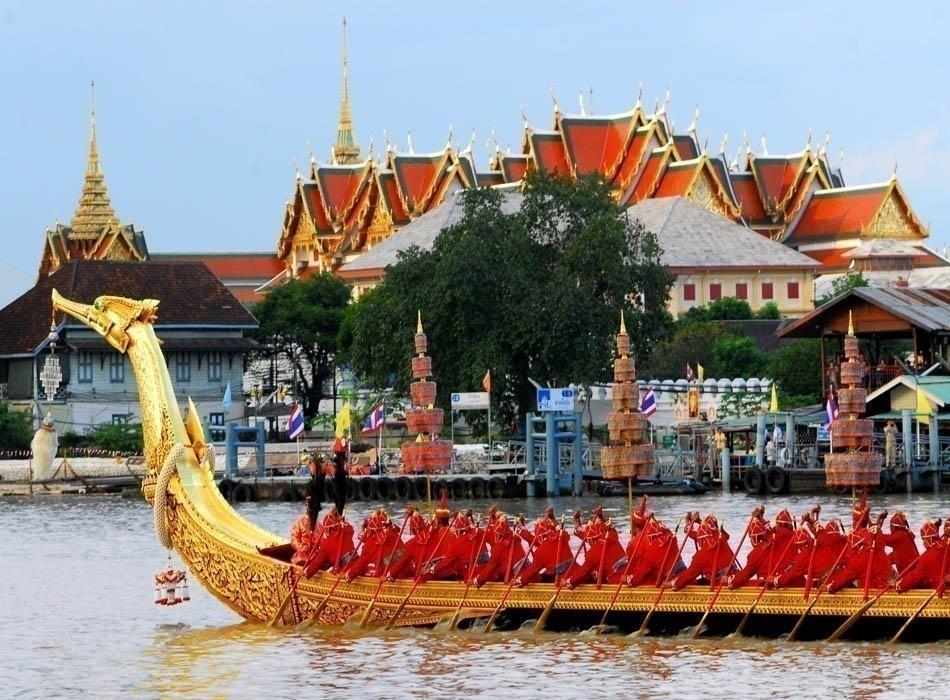 Royal Barge Suphannahongse,Wat Phra Kaew in Bangkok | Thailand-Travel-Guide