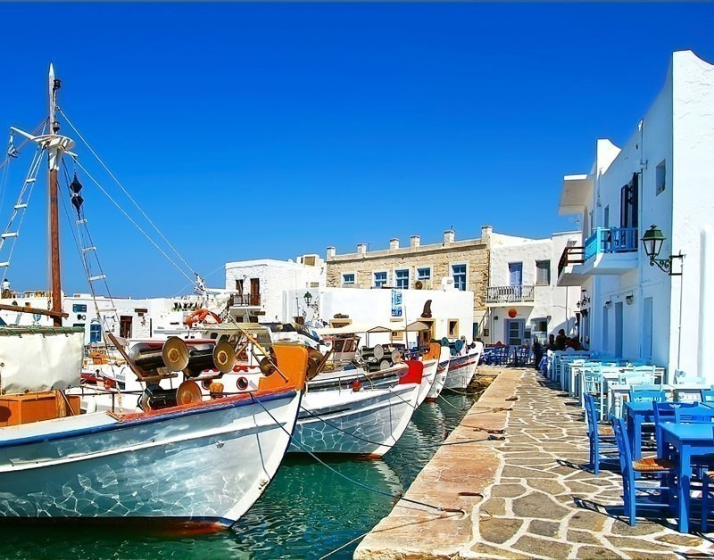 Enchanting and stylishly vibrant with its rich culture, Paros has known for the white marbles all around the world.