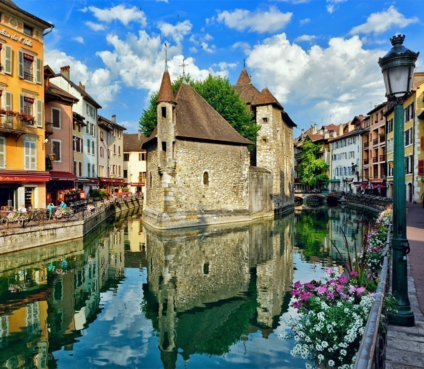 The Palais de l'Isle and Thiou river in Annecy | France Travel Guide