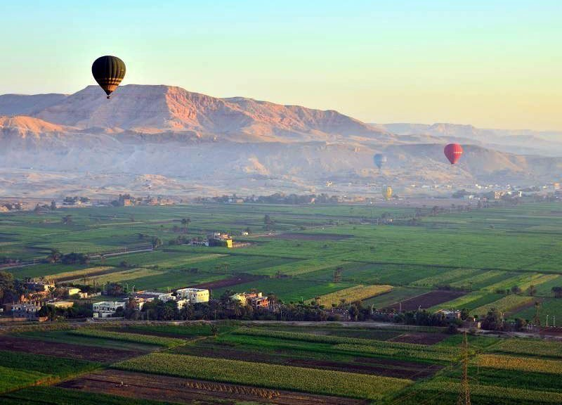 Hot Air Balloons above Luxor, Egypt, at dawn | 10 Best Hot Air Balloon Rides Around The World