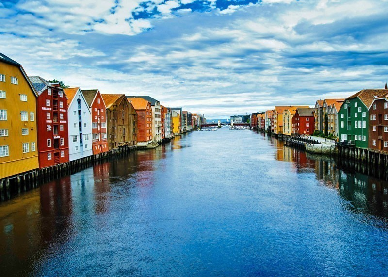 Old Warehouse buildings on the bank of Nidelva river in Trondheim | 10 Top-Rated Tourist Attractions in Norway