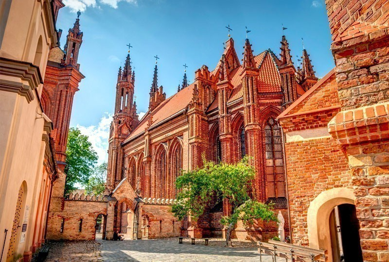 Church of St. Anne in Vilnius – a prominent example of Flamboyant Gothic and Brick Gothic styles | What to Do in Vilnius in 3 Days