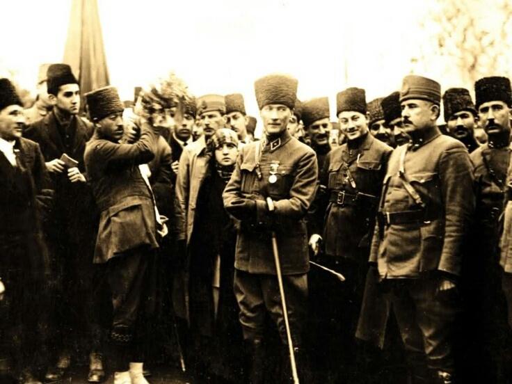Atatürk ve Türk Ordusu