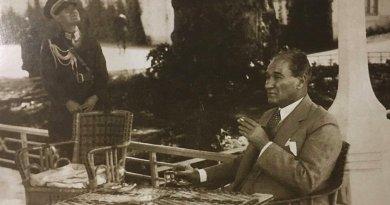 Atatürk'ün Bir Çocukla Söyleşisi ve Ona Armağanı