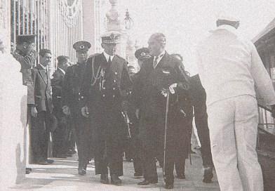 Atatürk, Yugoslavya Kralı Aleksander'ı karşılarken…(4 Eylül 1933)