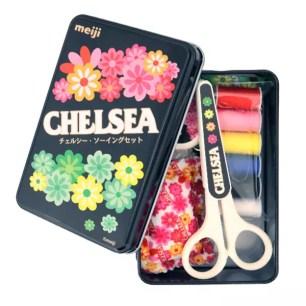 這是一盒非供食用的偽糖果(笑)明治「CHELSEA巧喜糖」造型裁縫針線組