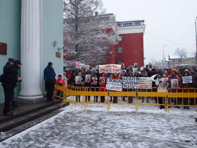 Гражданская акция против политических репрессий у здания правительства Карелии. Фото: Валерий Поташов
