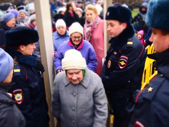 На митинг пришли сотни людей. Фото: Валерий Поташов