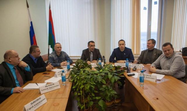 Их депутатские полномочия истекают в марте 2016 года. Фото: Игорь Подгорный
