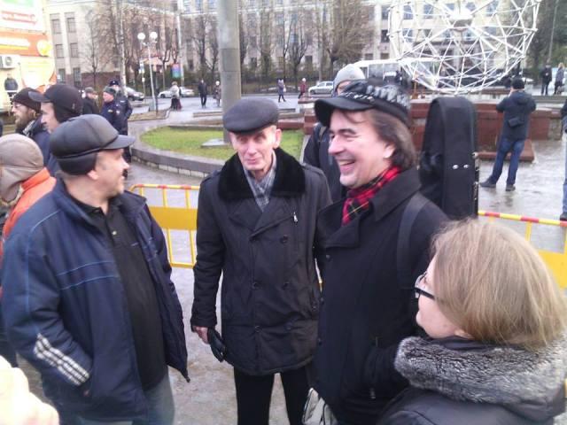 Николай Абрамов на декабрьском митинге на Студенческом бульваре в Петрозаводске (крайний слева). Фото: Валерий Поташов