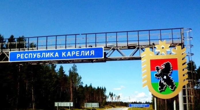 Дорожный указатель на границе Карелии и Ленинградской области. Фото: vk.com