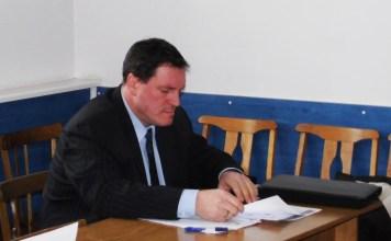 Председатель госкомитета Карелии по ценам и тарифам Артур Мяки на сессии Кондопожского горсовета. Фото: Алексей Владимиров