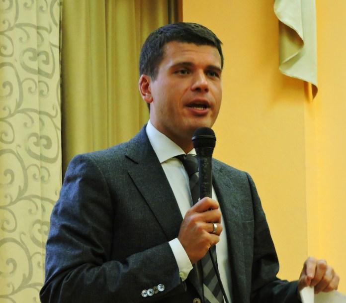 Карельскому министру пришлось отвечать на неудобные вопросы жителей Олонца. Фото: Алексей Владимиров